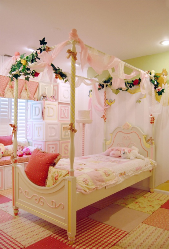 deas poster bed princess