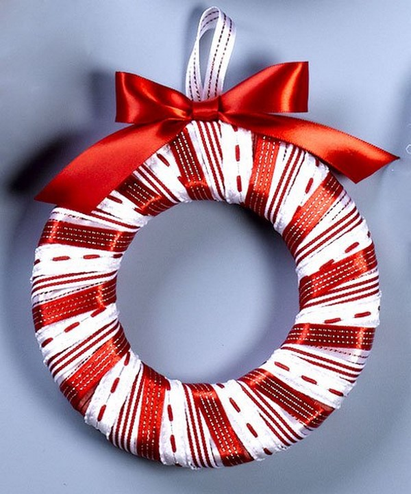 easy Christmas crafts ideas DIY christmas wreath red white