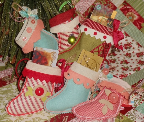 fantastic christmas craft ideas-stockings-gift-card-holders-textile