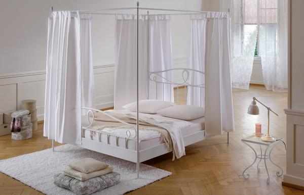beautiful excuisite white canopy bed