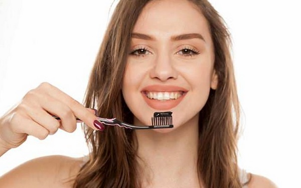 Activated charcoal teeth whitening how to do it at home