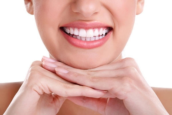 how to whiten teeth at home natural ingredients