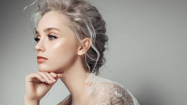 Champagne blonde color fashionable hair