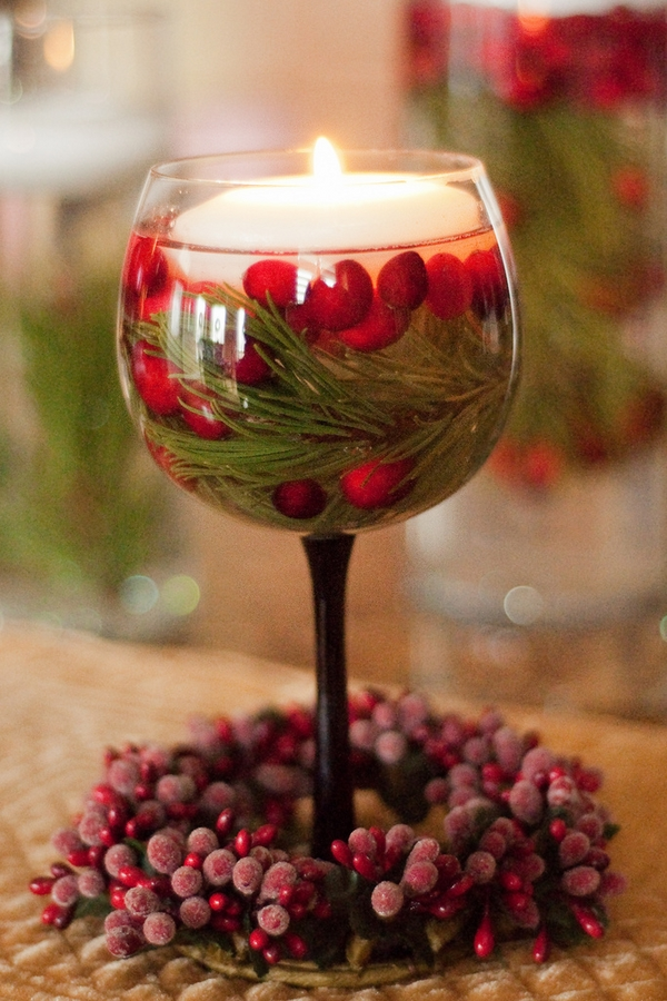 DIY Christmas table ideas cranberries wine glass floating candle