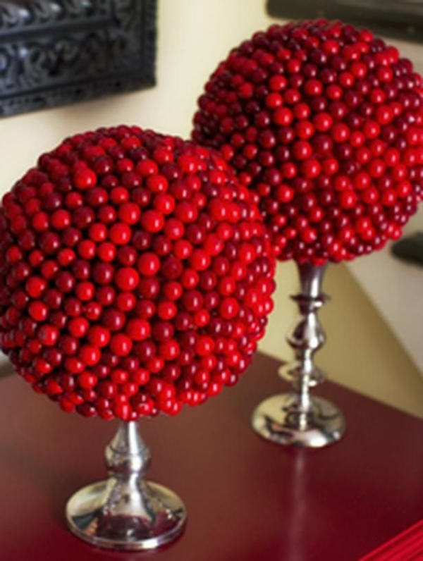 christmas decoration ideas cranberries balls candle holders