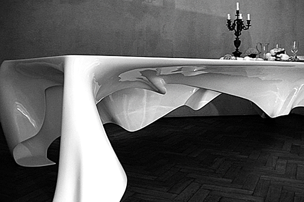 Floating-Phantom-Table-Set-Dinner