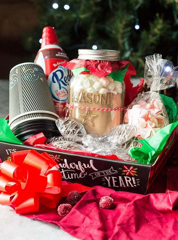 DIY Christmas gift basket ideas for friends family