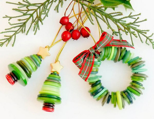 Christmas-button-crafts-for-kids-cute-tree-button-ornaments