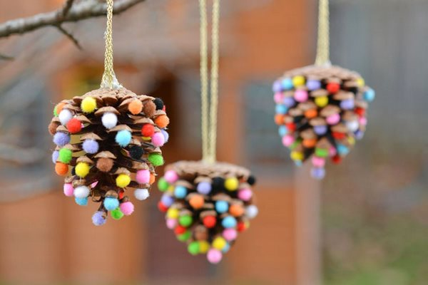 how to make pine cone Christmas tree ornaments