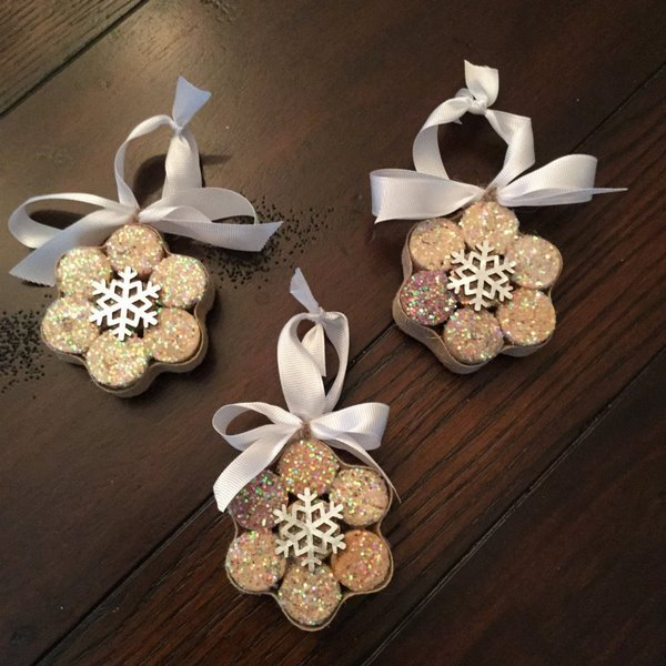 how to make tree ornaments from wine cork snowflakes