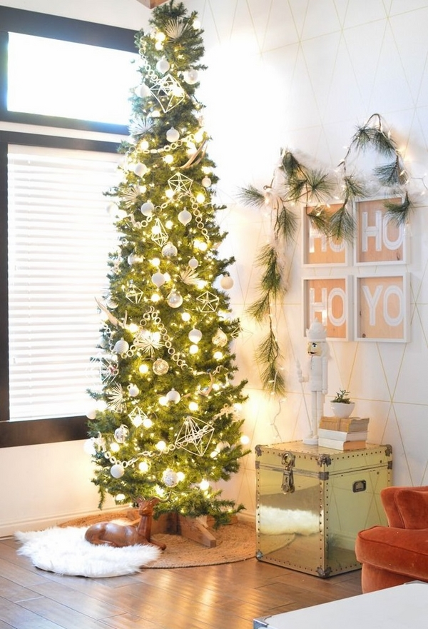 pencil-christmas-tree-ideas-small apartment decorating ideas