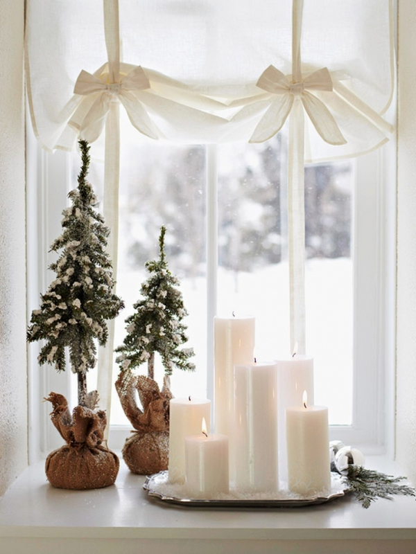 easy DIY Christmas window decorating ideas white pillar candles