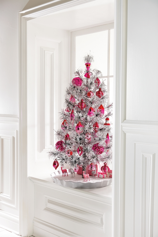 christmas tree sivler red ornaments window decoration ideas