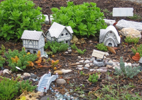 fairy garden ideas mini houses bridge