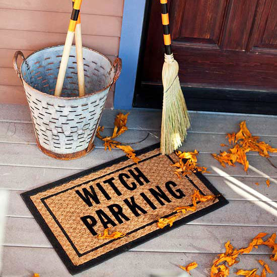 outdoor-halloween-decoration-ideas-party-witches-broom-parking