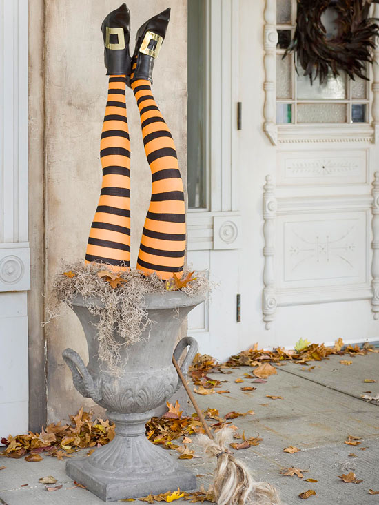 outdoor-halloween-decoration-ideas-halloween-party-witch-legs broom