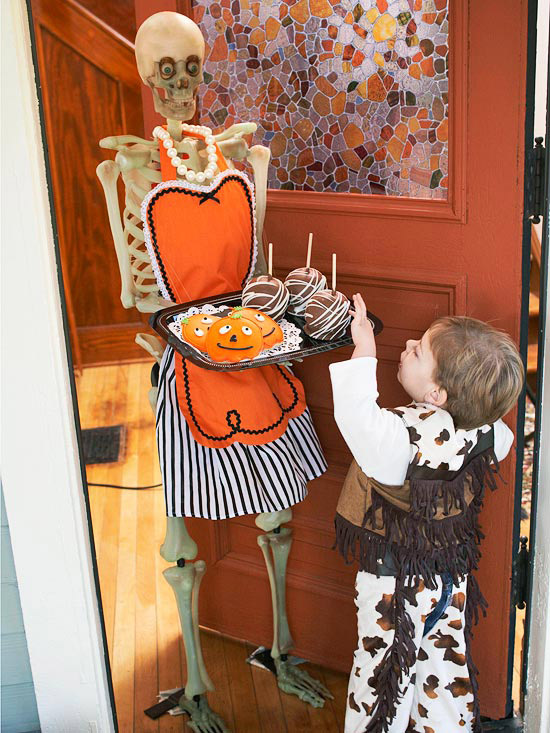 halloween-home-decorating-ideas-halloween-party ideas skeleton housewife