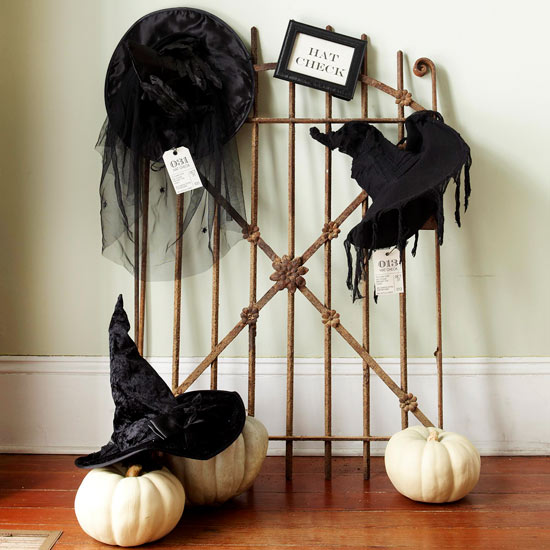 Halloween-decoration-ideas-halloween-party witch hat rusty metal fence