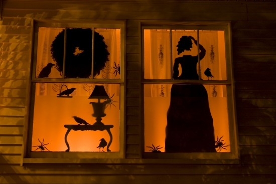 Halloween-decorating-ideas-silhouettes black witch window lighting