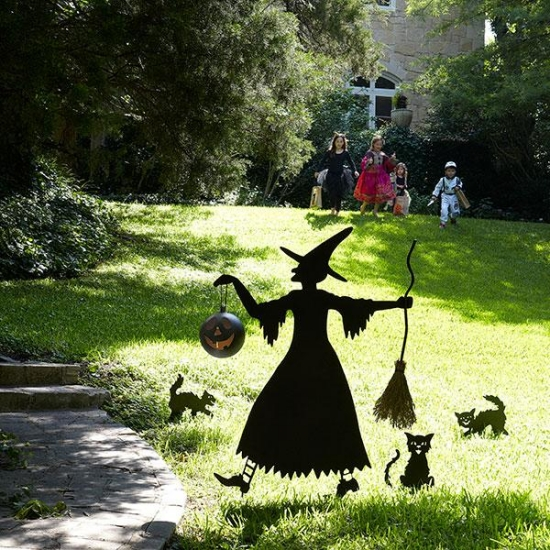 Garden-decoration-ideas-Halloween old witch black cats silhouettes