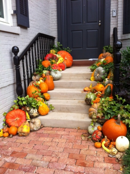 creative-halloween-decoration-house entry area pumpkins