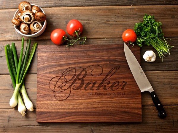 housewarming-gift-ideas personalized cutting board