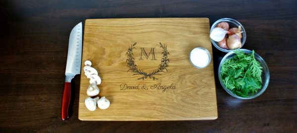 personalized-housewarming-gift-ideas-cutting-board
