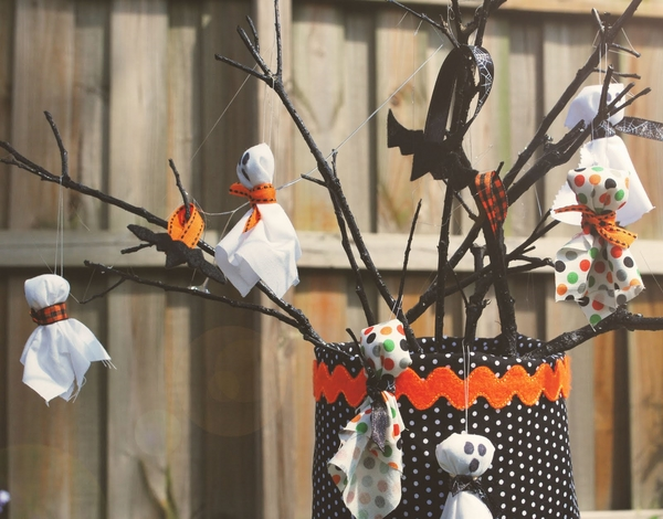 DIY Halloween ornaments ghosts