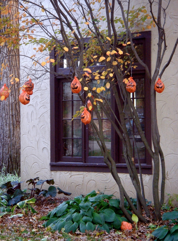 outdoor halloween decoration ideas pumpkins