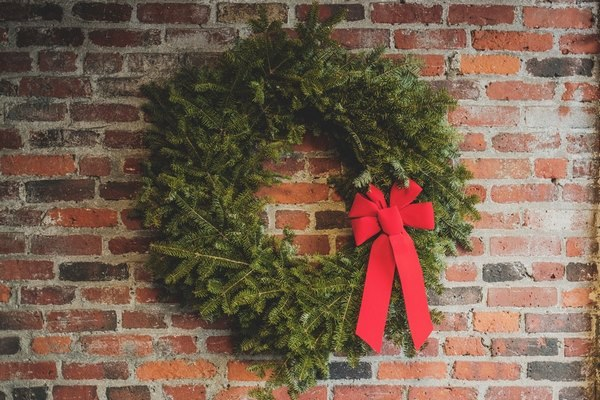 how to hand a wreath on brick wall
