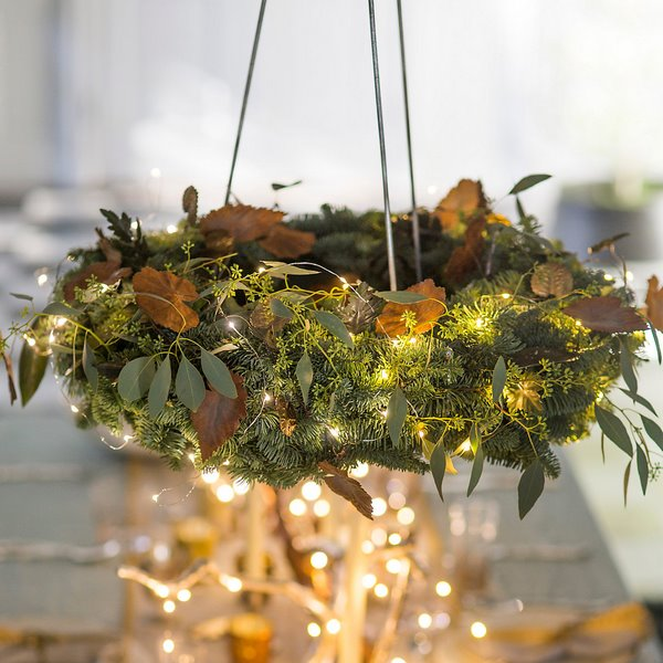 christmas wreath chandelier dining room decorating ideas