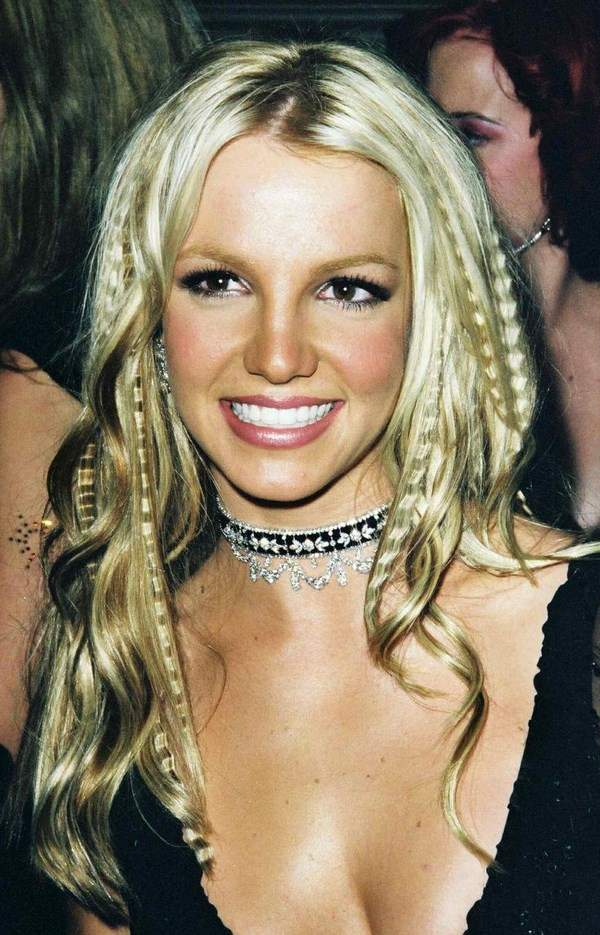 crimped hair Britney Spears fashionable 90s haircuts