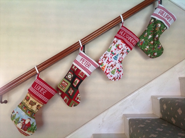 personalised-christmas-stockings-ideas-staircase-decoration-ideas