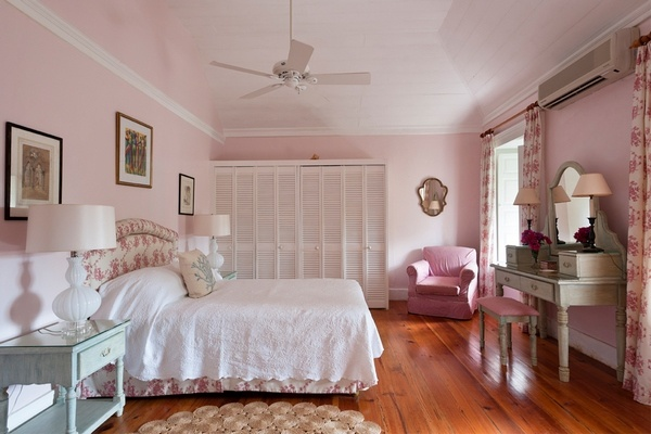 pink wall color floral pattern fabrics bedroom decorating ideas