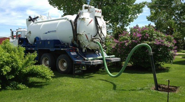 septic pump truck system cleaning tank pumping schedule