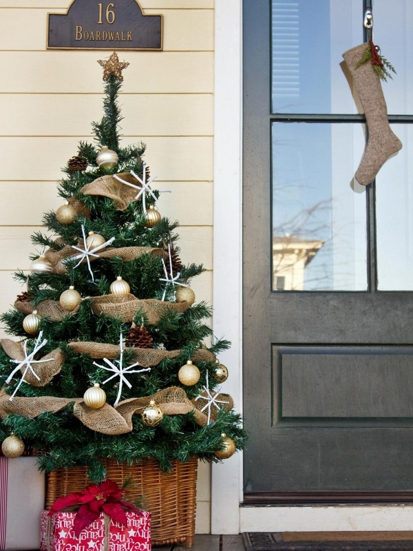 original front porch tree garland ideas