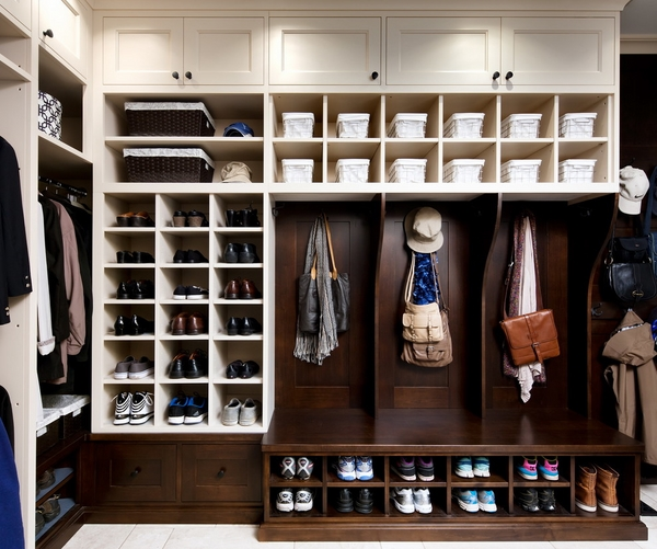 Shoe cabinet - the practical piece of furniture for a tidy home
