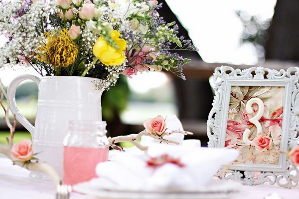 shabby-chic decoration ideas flowers picture frames
