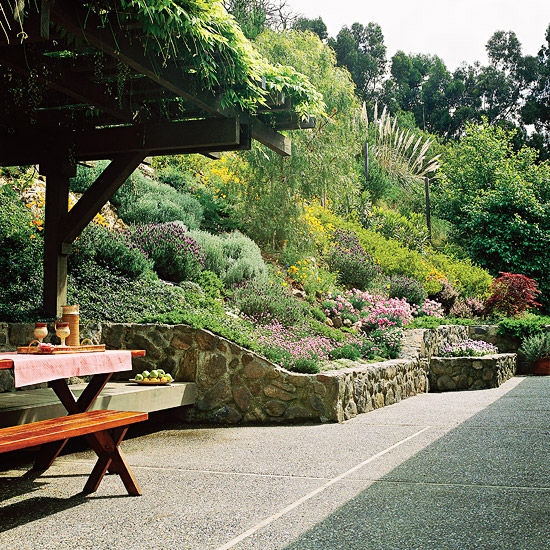 Retaining wall building landscaping tips