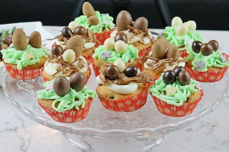 cupcakes decorated with icing and chocolate eggs Easter dessert ideas