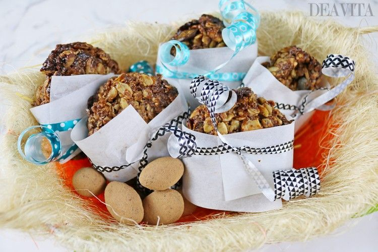 DIY Easter gifts granola cookies and chocolate eggs
