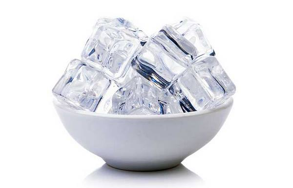 Ice cubes to relieve itching