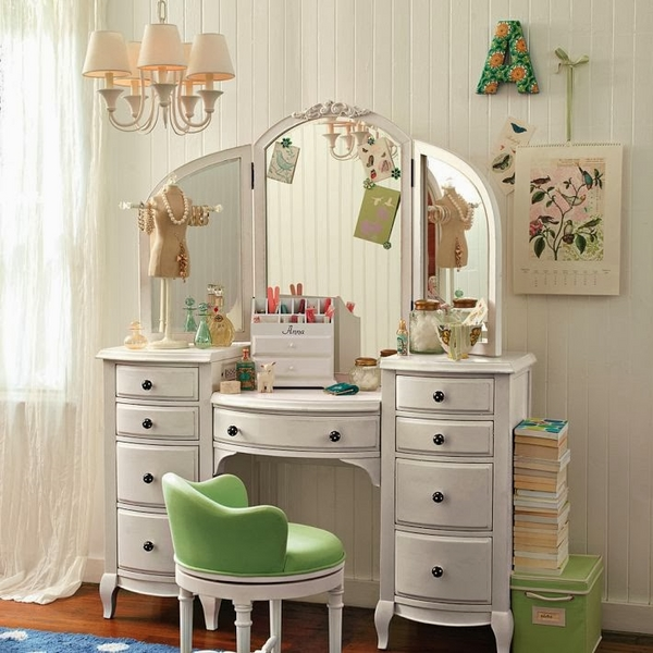 teen-girl-bedroom-white-vanity-table-with-tri-fold-mirror-storage-drawers