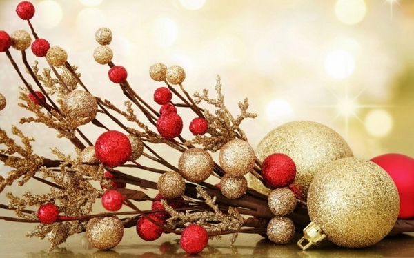 christmas decor ideas red gold ball christmas color palette