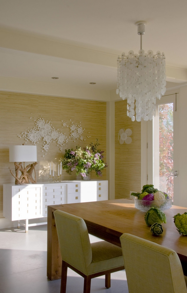 white-contemporary-credenza-cabinet-dining-room-furniture-decorative lamp